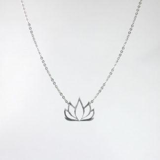 Pendentif Fleur de Lotus en aluminium sur chaîne acier inox.