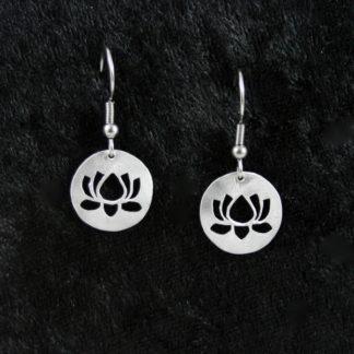 Boucle d'oreilles Fleur de lotus sur crochet 1.5×1.5cm