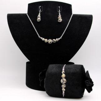Parure : boucles d'oreilles / bracelet / collier Perles de Jaspe dalmatien.