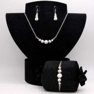 Parure : boucles d'oreilles / bracelet / collier Perles de Howlite blanche.