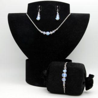 Parure : boucles d'oreilles / bracelet / collier Perles de Opaline.