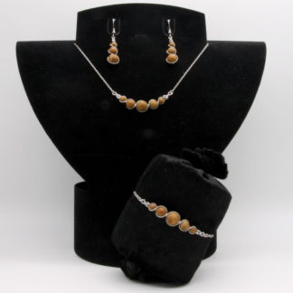 Parure : boucles d'oreilles / bracelet / collier Perles de Wood Lace Stone.