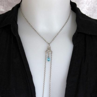 Bijoux pour seins sans piercing. Collier chaîne de seins perle de cristal de bohème bleue et hématite argent.