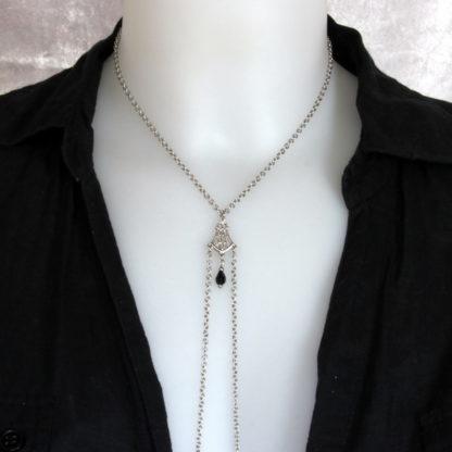 Bijoux pour seins sans piercing. Collier chaîne de seins perle de cristal de bohème noire et hématite argent.