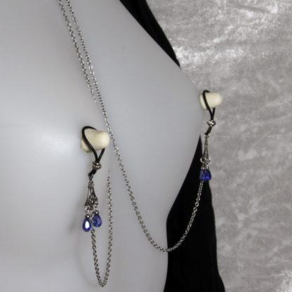 Bijoux pour seins sans piercing. Collier chaîne de seins perle de cristal de bohème Bleue nuit et hématite argent.