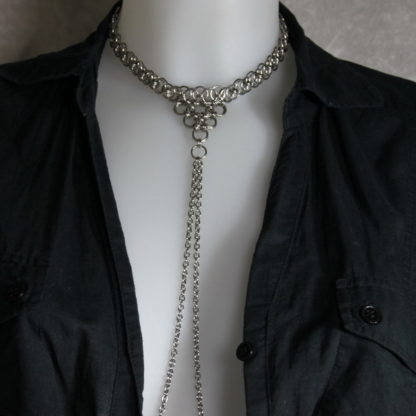 Bijoux pour seins sans piercing. Collier ras de cou en chaîne maille triple chaîne de seins acier inoxydable.
