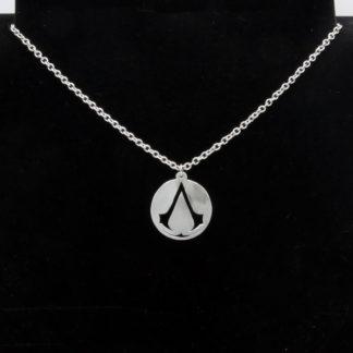 Pendentif Assassin's Creed sur chaîne acier inox.