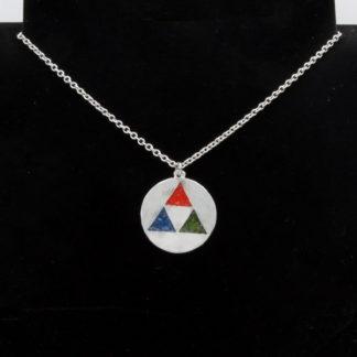 Pendentif Triforce Zelda inclusion de couleur sur chaîne acier inox.