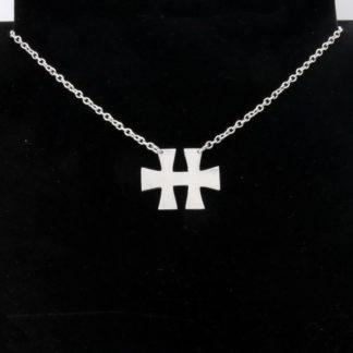 Pendentif croix Hellfest en aluminium 2x2.5cm sur chaîne acier inox.