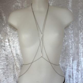 Collier harnais 2 x 3 perles Howlite Blanche et double chaîne acier inoxydable.