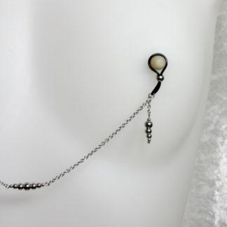 Bijoux pour seins sans piercing, Chaine maille moyenne, perlée avec pendants en perles d'acier inoxydable.